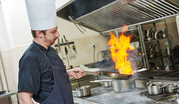 Installer une hotte dans un restaurant obligations et for Extraction cuisine professionnelle