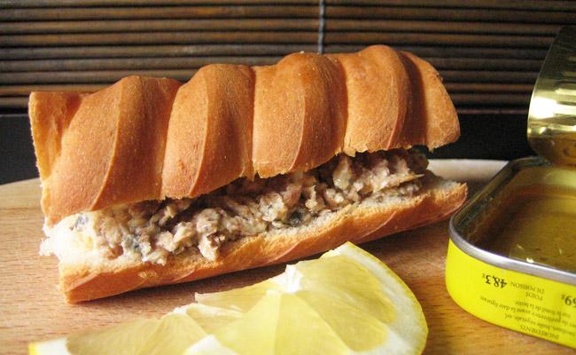 sandwich beurre de sardine recette de sandwich aux sardines. Black Bedroom Furniture Sets. Home Design Ideas