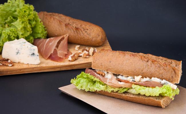 Blue baguette recette de sandwich au jambon et au bleu - Recette sandwich froid baguette ...