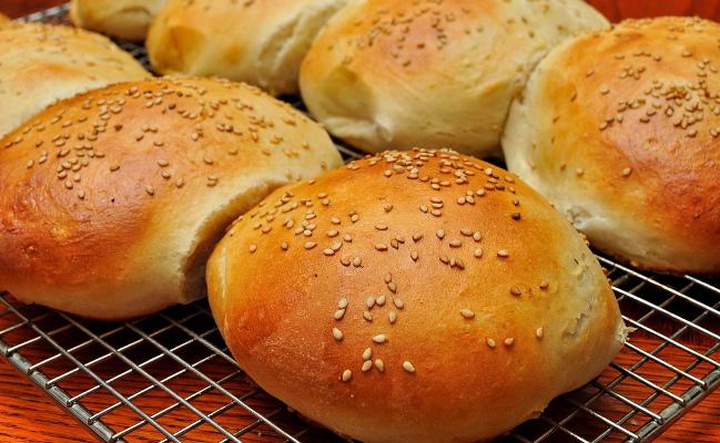 pain hamburger recette de pain pour burgers et sandwichs. Black Bedroom Furniture Sets. Home Design Ideas