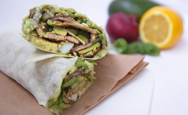 Wrap indien à l'avocat et au bacon